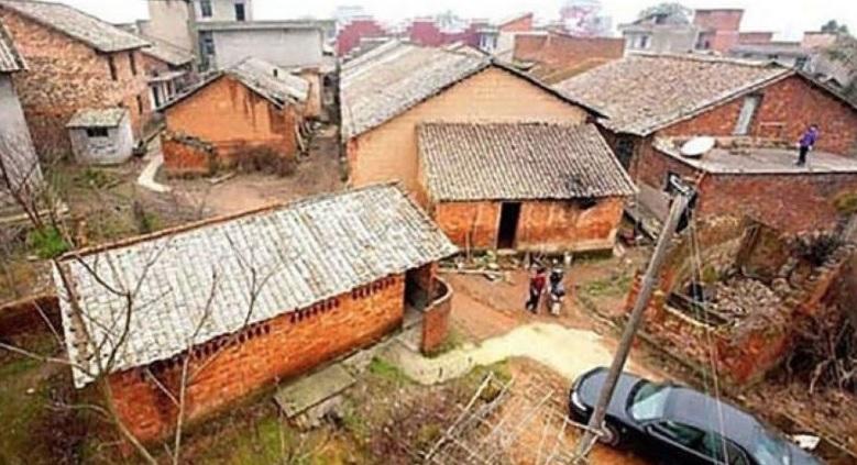 Мільйонер наказав знести всі будинки в його рідному селі: мешканці не розуміли за що, але згодом були приголомшені