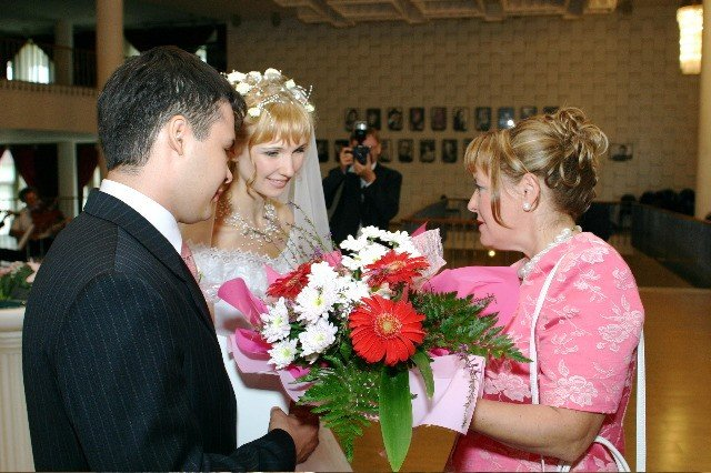 Син не покликав на весілля рідну матір: жінка вирішила заглянути на 5 хвилин…