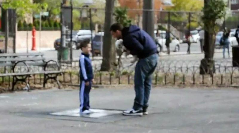 Цей чоловік спробував викрасти хлопчика, але не зміг. Він впав у ступор, коли малюк запитав в нього ці три слова!