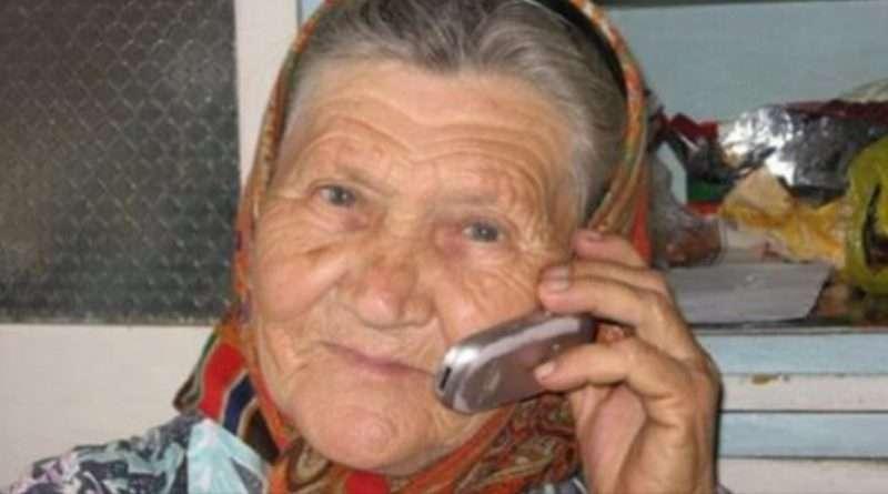 Дзвони до бабусі, вона усе вирішить! Відповідь бабусі шокувала шахраїв!