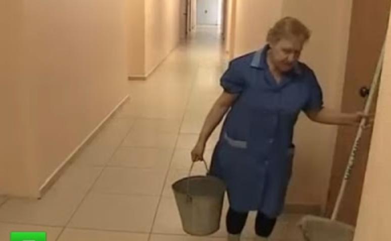 В свої майже 60 років Катерина працює на двох роботах, в той час як її дорослі діти сидять вдома і чекають, поки мама заробить на кусень хліба. Всі знайомі радять Катерині нарешті зайнятися собою, але марно – вона і далі продовжує дбати про своїх дітей