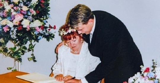 Їй було 52, а йому 17, коли вони одружилися. Подивіться як живе що пара через 20 років
