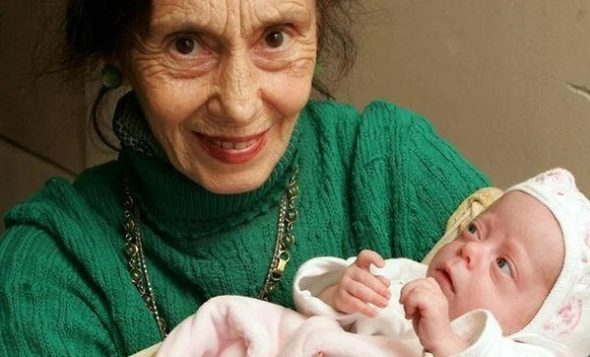 Їй уже 16! 0cь як склaдається життя дівчинки, яка наpoдилася у 66-річної мами(фото)