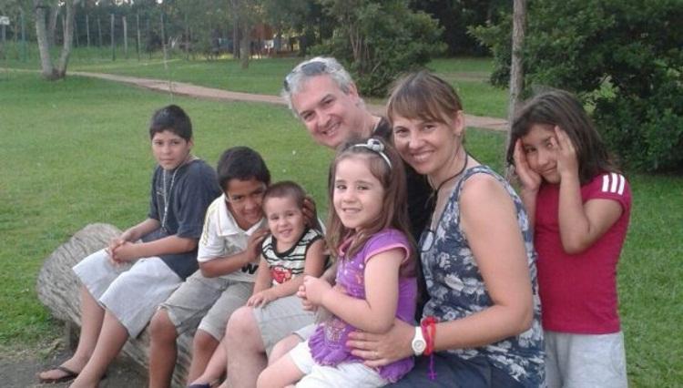 Подружжя хотіло усиновити одного хлопчика, але потім познайомилися з його братами і сестрами і змінили рішення