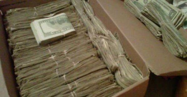 Дідусь знайшов 95000 доларів, які сховала його дружина! Але коли дізнався звідки вони був вражений …