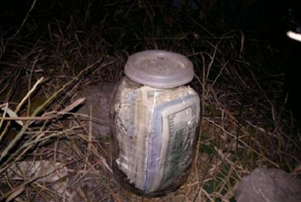 Українець знайшов банку в якій було 20 тисяч доларів, але подивіться що його чекало попереду