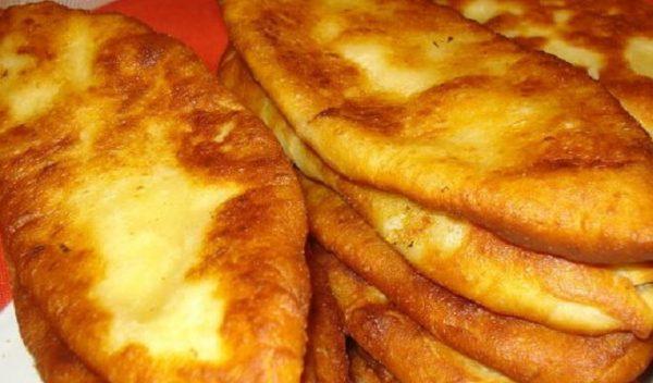 Ідеальний рецепт пиріжків: надзвичайно тонке тісто пропікається всього за 5 хвилин