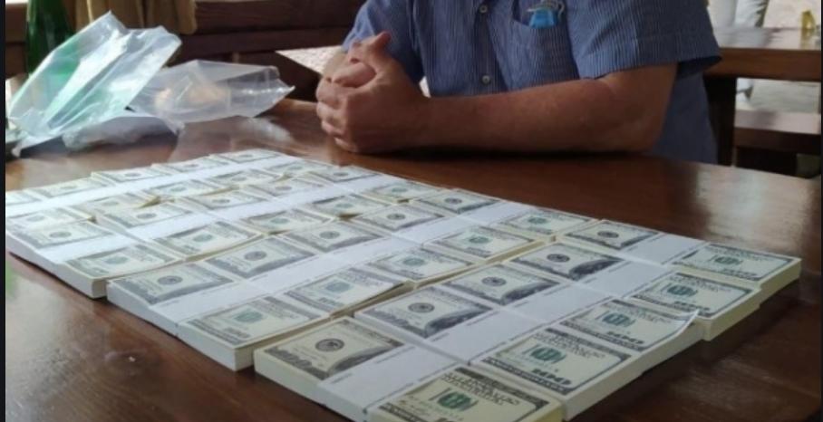 У Тернополі невідомий дав 100 тисяч доларів на лікування дитини. Ви просто подивіться що сталось далі…