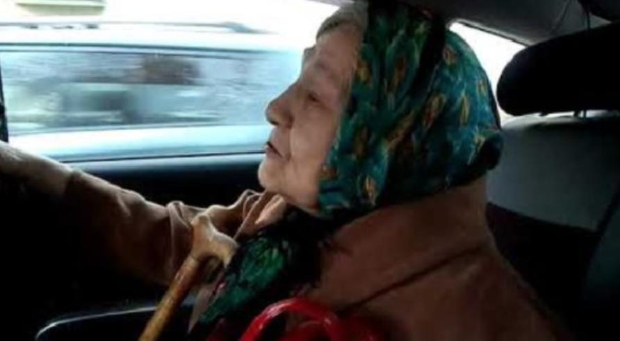 Таксист не взяв гроші з 90-річної пасажирки коли дізнався куди вона їде. Сyмна історія, від якої на душі стає світліше