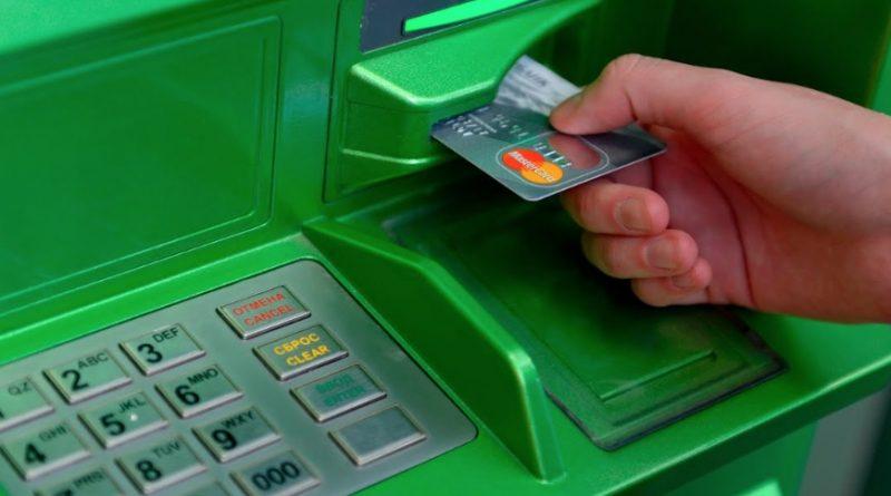 """Банкомат «з'їв» картку і не повертає? Нажміть """"ЦЮ"""" комбінацію на клавіатурі і він за мить вам її поверне"""