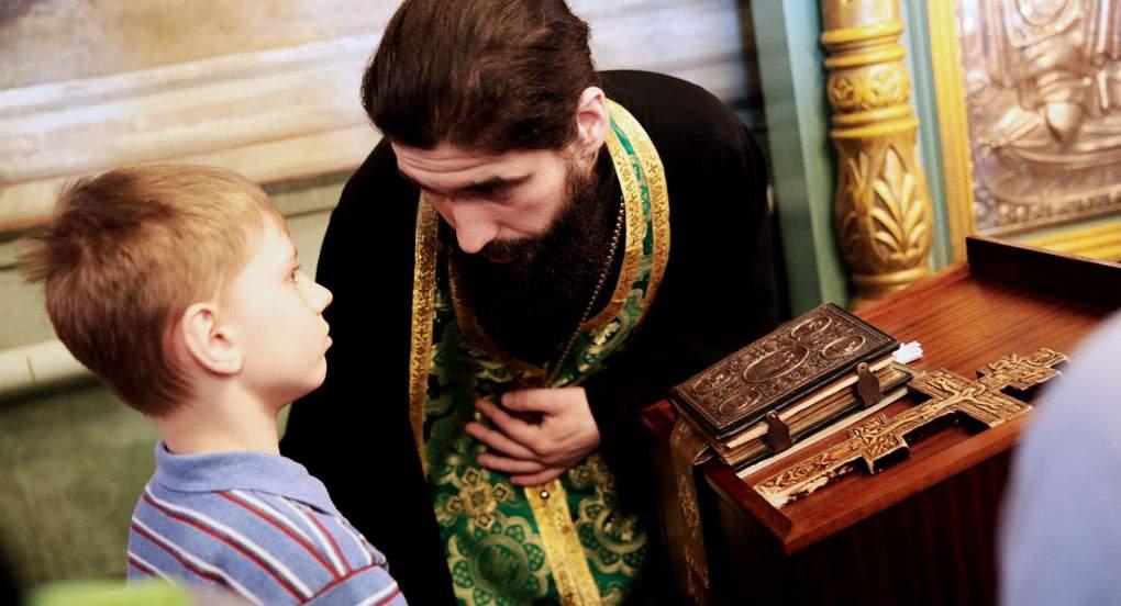 Молодий хлопчик підійшов до священика і сказав: — Я більше не прийду до церкви! Священик запитав: — Чому? Хлопець відповів..