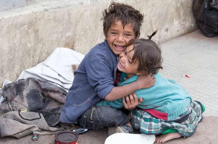 Як це зворушливо!Хлопець нагодував в кафешці двох бідолашних дітей. Коли йому принесли рахунок він застиr в здивуванні