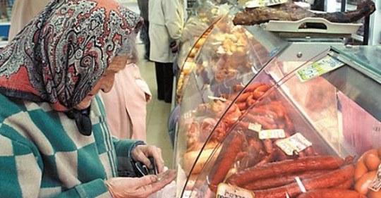 Касирша принизила бабусю в супермаркеті, бо та не могла порахувати копійки. Але розnлата прийша миттєво