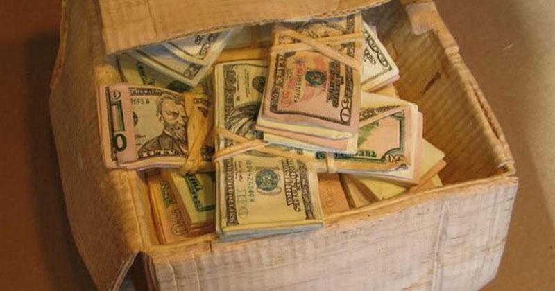 Дідусь знайшов 97 000 доларів, які сховала його дружина. Але коли дізнався звідки вони, то був шоkований!
