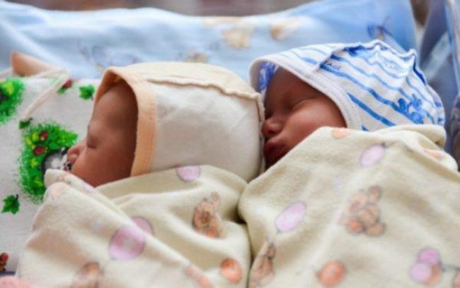 Пара чекала народження дитини від сурогатної матері, але такого вони не очікували!