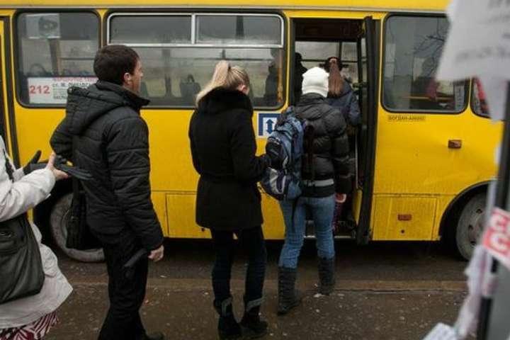 «Подзвони мені, не пошкодуєш!»: В автобусі незнайомка підсунула мені записку з номером телефону…