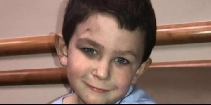 Хлопчику ти мій герой! П'ятирічний малюк врятував молодшу сестру з пожежі, а потім ще й собаку виніс з полум'я