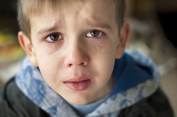 Чотирирічний Сашко лежав на ліжку і плакав … Він не розумів, куди пропали його мама і тато …
