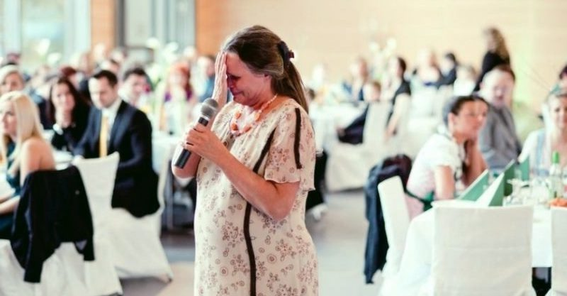 Син не покликав на своє весілля рідну маму: жінка вирішила заглянути на 5 хвилин