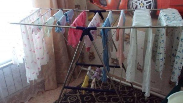 Ніколи, чуєте ніколи не сушіть одяг на таких сушках. Бо після того, що сталось з моїм чоловіком, я вам не раджу…