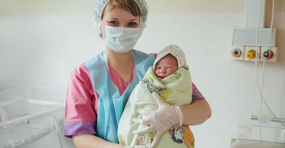 Немовля з першої хвилини залишилося одне в цьому важкому світі! Батько відмо вився від дитини після довгоочікуваних пологів … і мама не заперечувала…