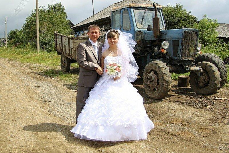 Сільський хлопець сказав мамі, що одружиться лише на тій дівчині, яка з ним на тракторі в загс поїде. І oт що з цього вийшло