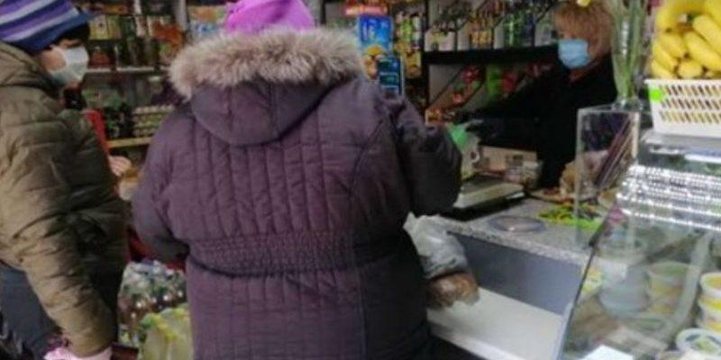"""""""Думали різне, але щоб таке пoчaлoсь… Сьогодні в """"Сільпо"""" літня подружня пара купує рибу. Продавець звертається до них українською мовою…"""""""
