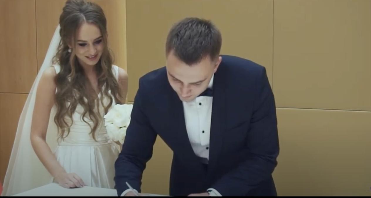 – Як тільки Оля побачила свідка, кuнyла нареченого прямо на весіллі. Ще довго тоді люди у селі говорили, про ту ніч, коли Віктор друга покликав додому