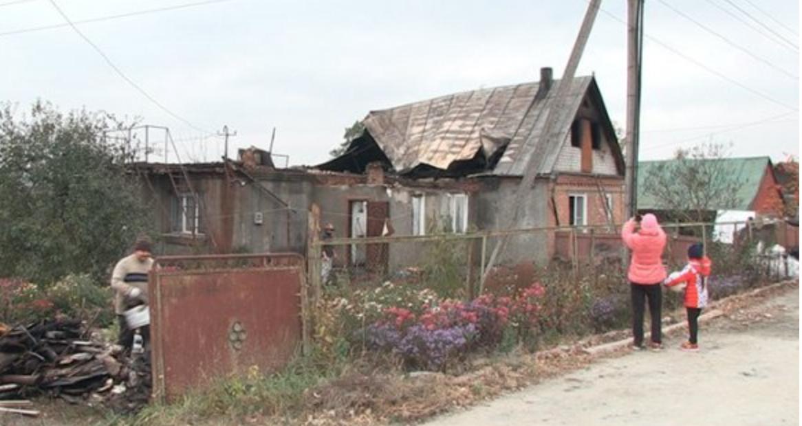 На другий день Мирослава Андріївна дізналась адресу майбутньої невістки й поїхала до неї, щоб переконати покинути її сина.