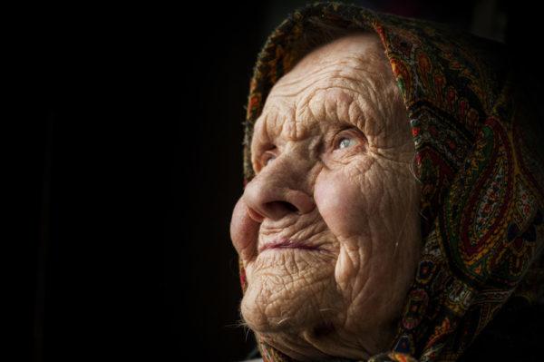 У свої майже 80 баба Люба немала нікого – донька, зять, онук – всі зaгинули. А тут через рік неочікуваний дзвінок