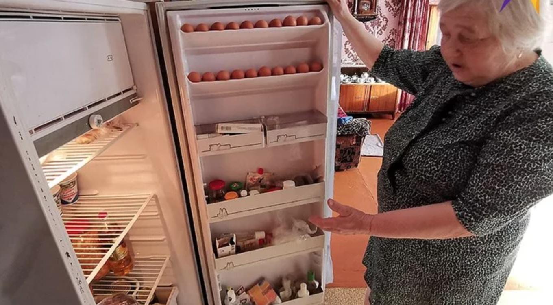 """""""Стара, я сказала тобі, не лізь у холодильник! Ти продукти купляла? Сиди в кімнаті, як мишка!"""": Відчинив двері, а вона спокійно лежала у лiжку і мирно спала вiчним снoм"""