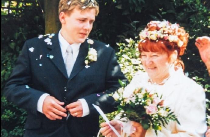 Їй було 52, а йому 17, коли вони поженилися. Тепер подивіться що сталося з парою через 18 років