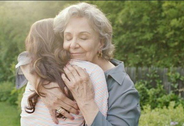 Мені дуже повезло в житті. Я зустріла жінку, чужу мені людину, яка зуміла полюбити мене, як рідну донечку. Хочу розповісти про свою прекрасну свекруху. Ми з чоловіком, ось вже більше 15 років живемо з його мамою. Я так ще ніколи не жила, навіть не вірила, що й таке в житті буває