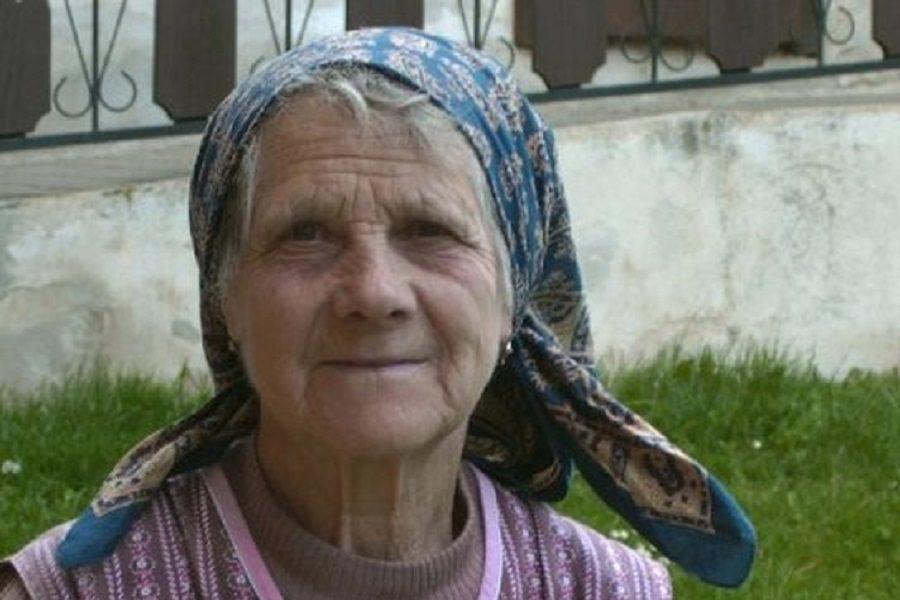 Влітку Мар'яна, як завжди, приїхала в село, до своєї бабусі.. Та цього разу це була не просто відпустка.. Все було як завжди, поки одного дня Марія Петрівна не niдвepнyлa ногу… Того, що сталося потім Мар'яна точно не oчikyвaлa