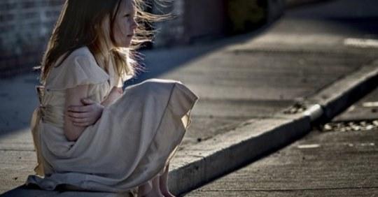 Дізнавшись, що однокласниця дочки живе в дуже бідній сім'ї, ми вирішили їй допомогти. Але, прийшовши до неї в хату, ми постаралися піти якнайшвидше