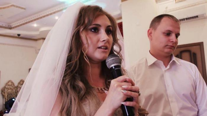 Наречена під час весілля сказала тост. Почувши його, свекруха покинула урочистості