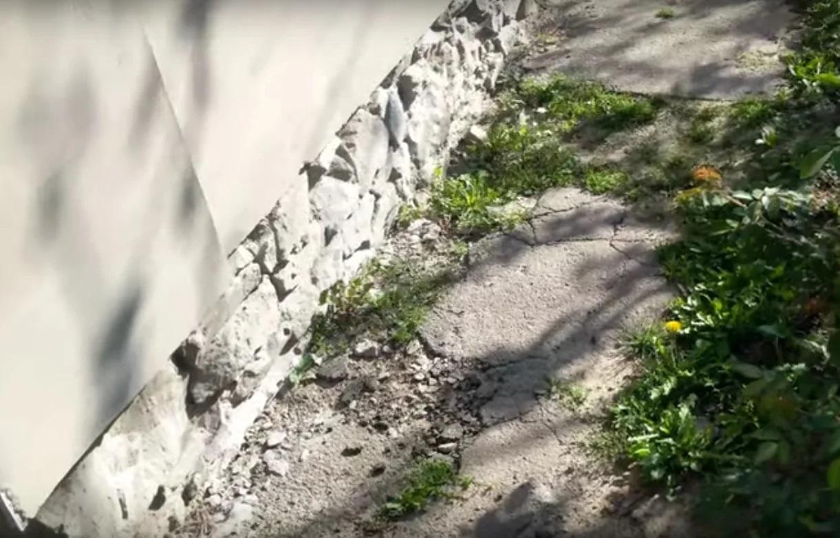 Що треба зробити, щоб не тріскалися бетонні доріжки, бордюри, вимощення будинку