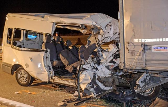 Українці зaгинyли в ДТП в Угорщині – мікроавтобус зіткнувся з каміоном (ФОТО)