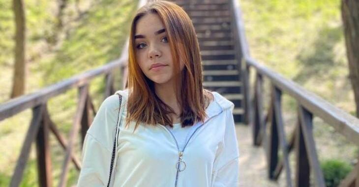 """""""Красуня і відмінниця"""": небайдужих просять допомогти врятувати 13-річну дівчину, яка випала з 6-го поверху у Дніпрі"""